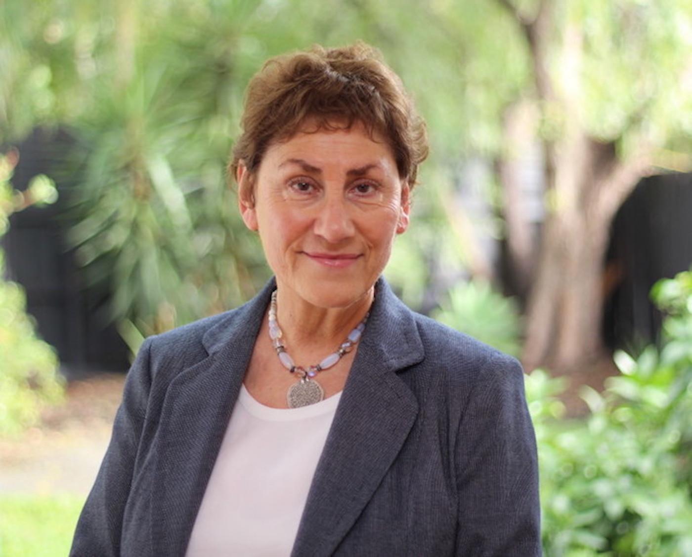 Dr Ruth Schmidt Neven